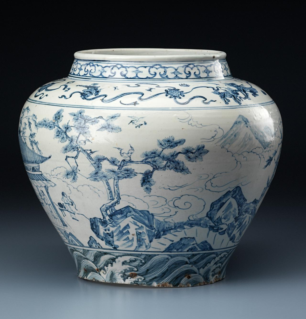 The date of a rare blue-and-white wine jar in the Chinese