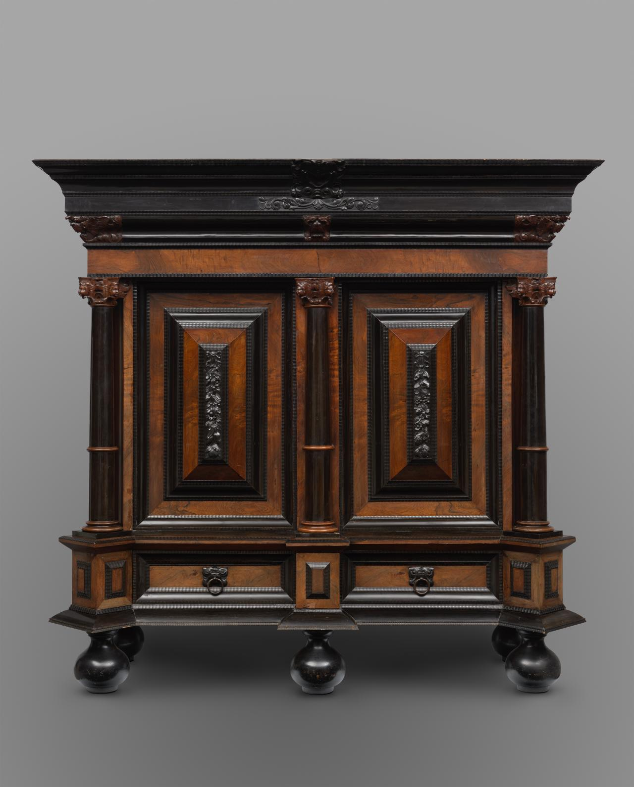 The Netherlands (manufacturer) Cushion cupboard (Kussenkast) 1659