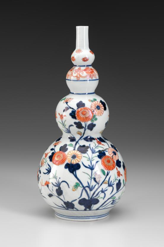 JAPANESE  Gourd shaped bottle with chrysanthemums