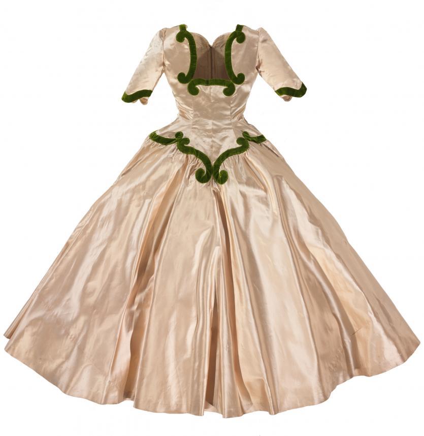 Infanta dress balenciaga paris couture house for Couture house dresses