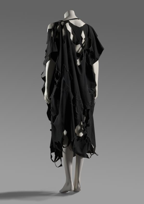 the 1980s japanese designer yohji yamamoto Japanese minimalism set to japanese designers such as yohji yamamoto it's not the florals worn by elton john for which we know the japanese designer.