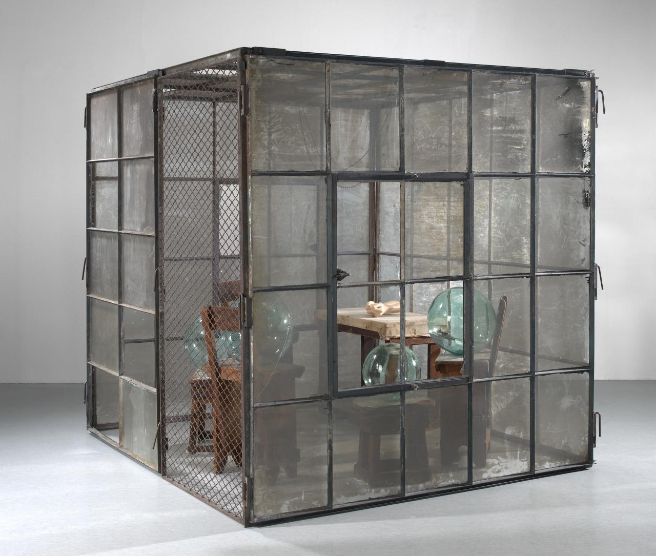 Louise BOURGEOIS Cell (Glass spheres and hands) (1990-1993)