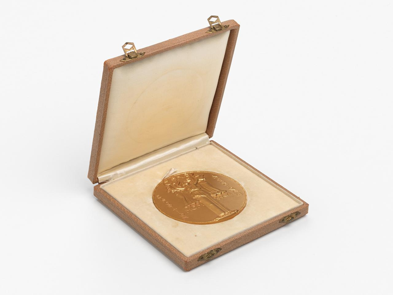 International Exposition of Arts and Techniques in Modern Life, Paris, medal