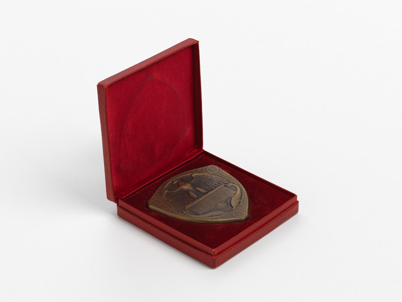 Louisiana Purchase Exposition, Saint Louis, gold prize medal and box