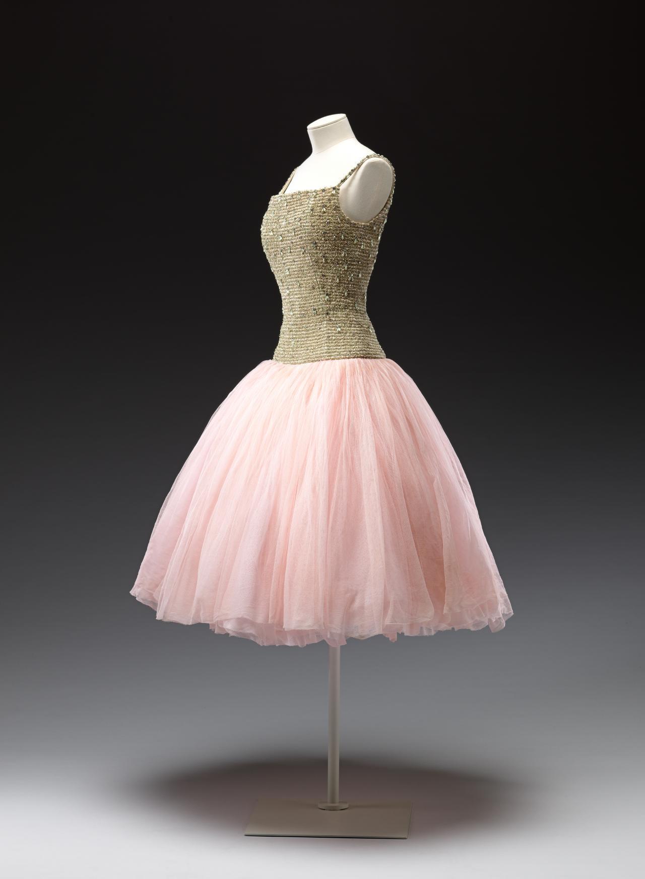 the best attitude 60006 2f6b9 Cuba, evening dress | CHRISTIAN DIOR, Paris (couture house ...