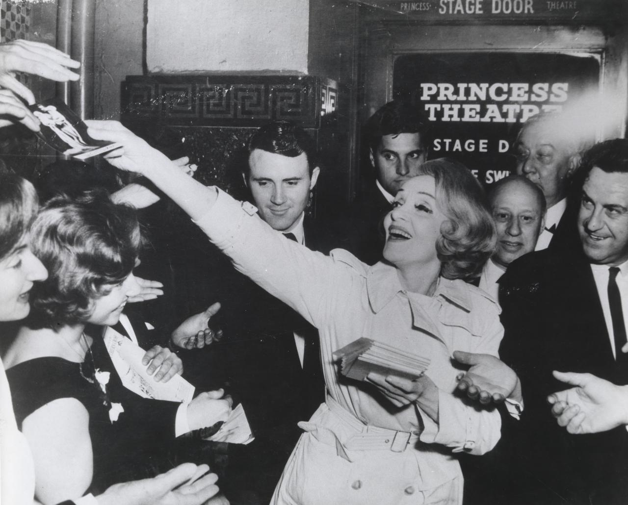 No title (Marlene Dietrich leaving the Princess Theatre, Melbourne on 7th October, 1965.  She was then 63.)