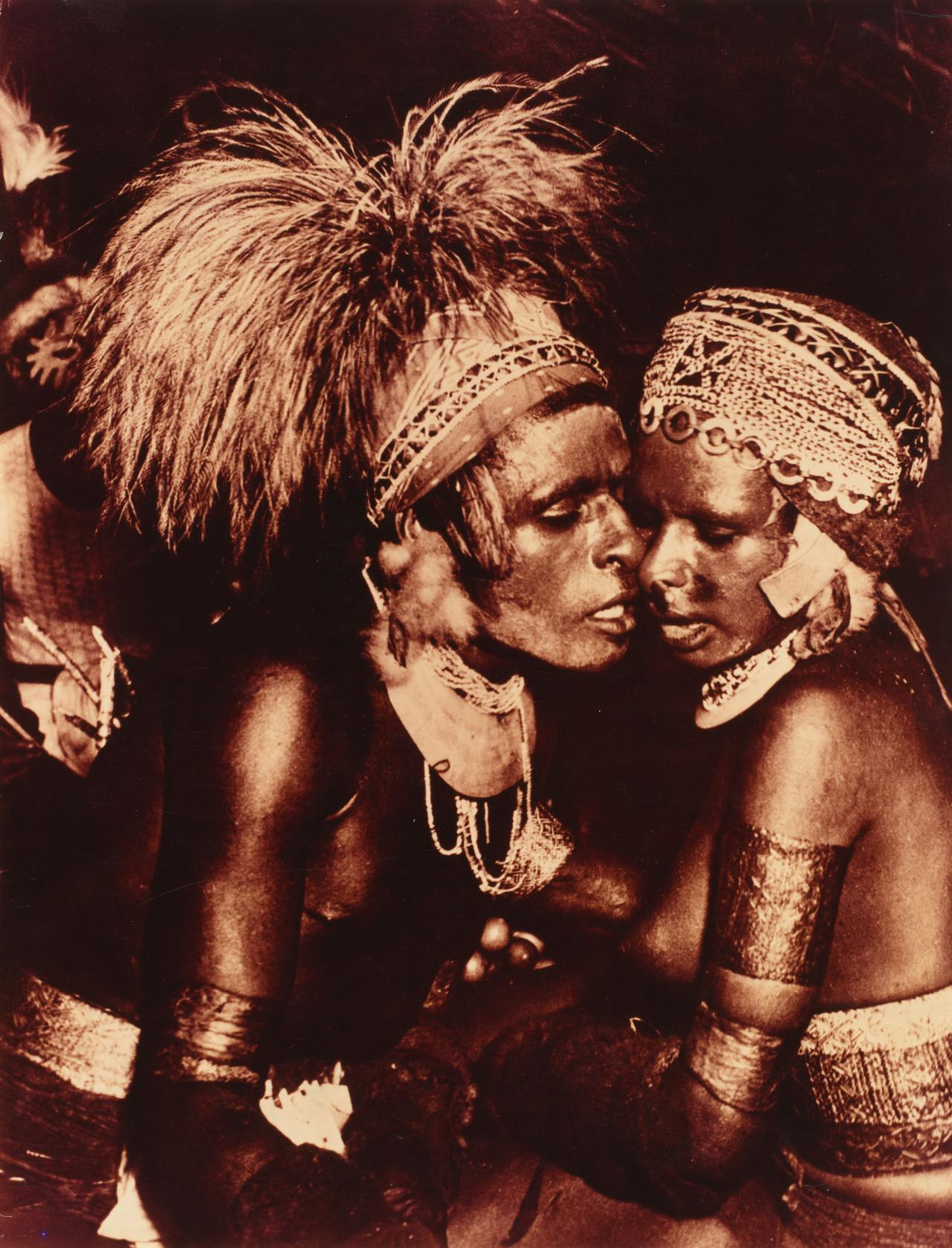 New Guinea couple courting