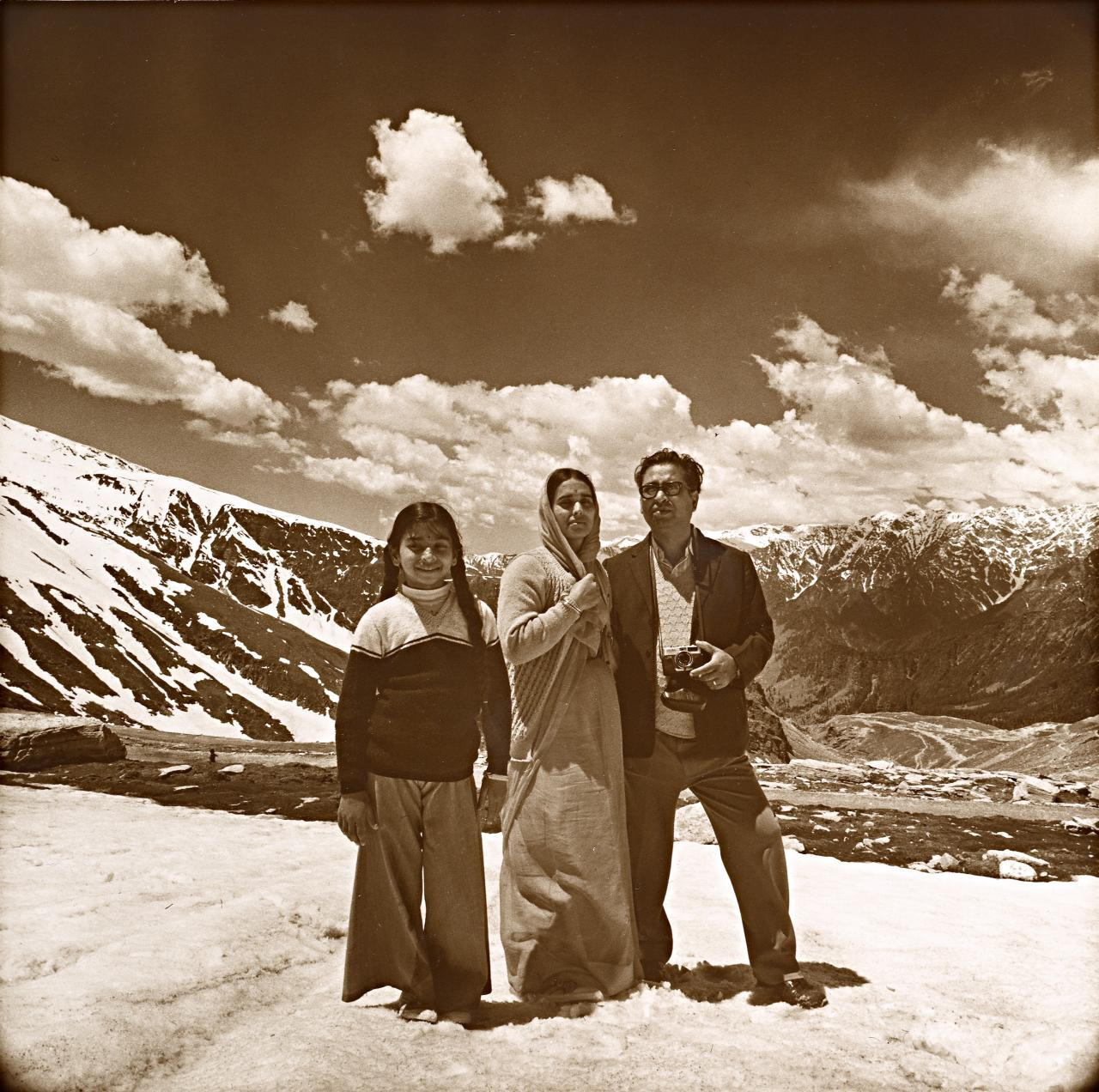 Middle class family on Rohtang Pass