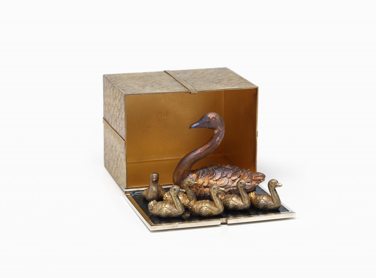 Twelve Christmas boxes: Seven swans a swimming