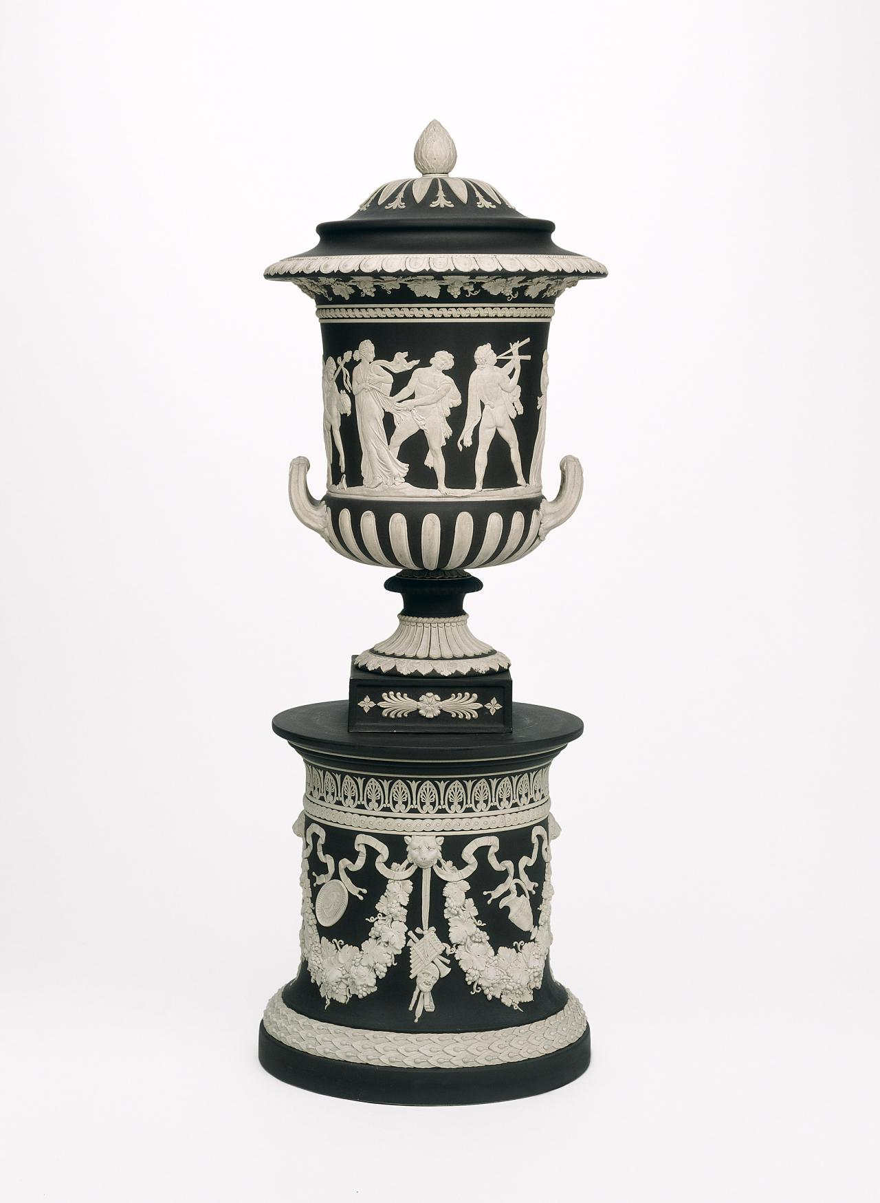 Borghese, covered vase and pedestal