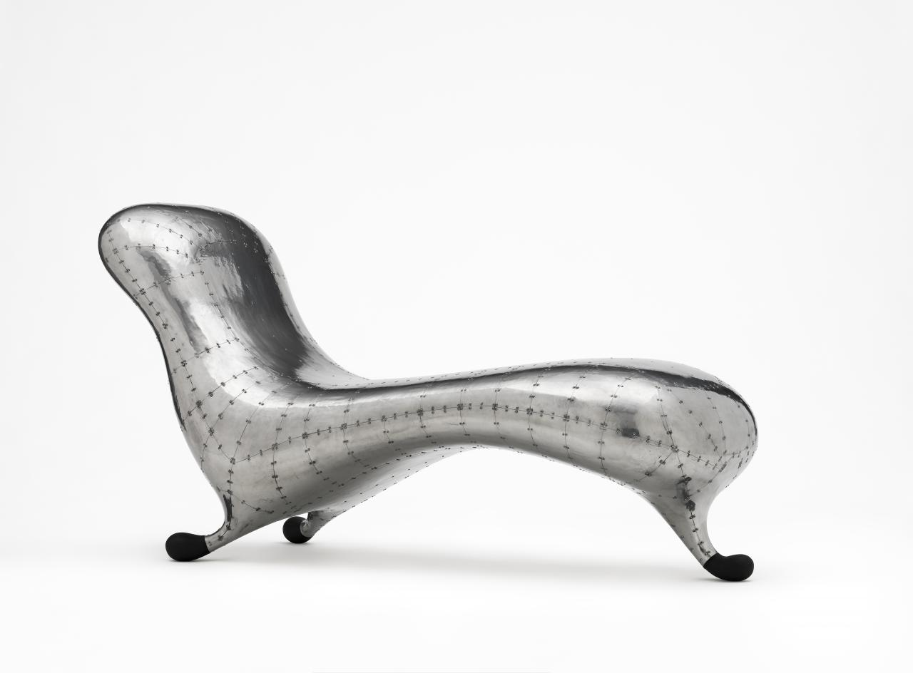 Lc2 lockheed chaise longue marc newson designer ngv for Chaise longue history