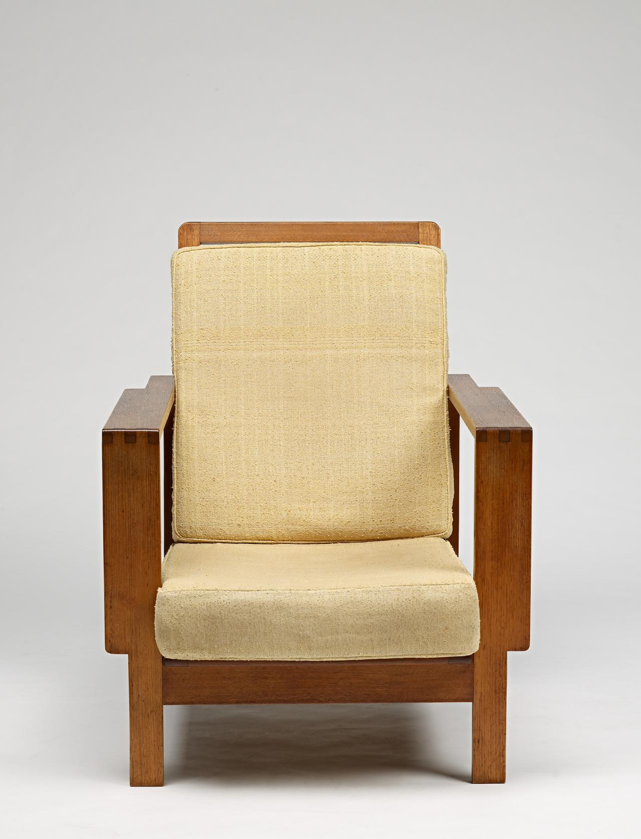 Unit range, armchair