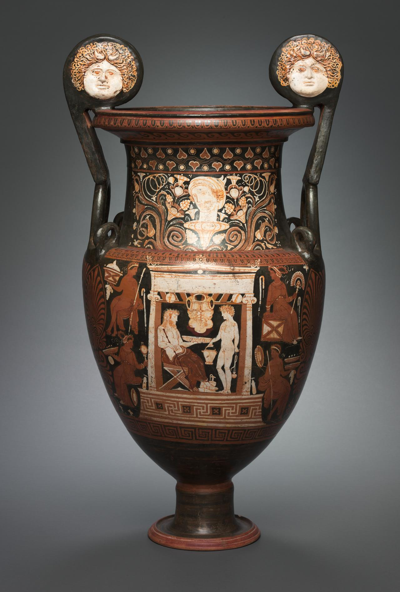 Volute krater (Apulian red-figure ware)
