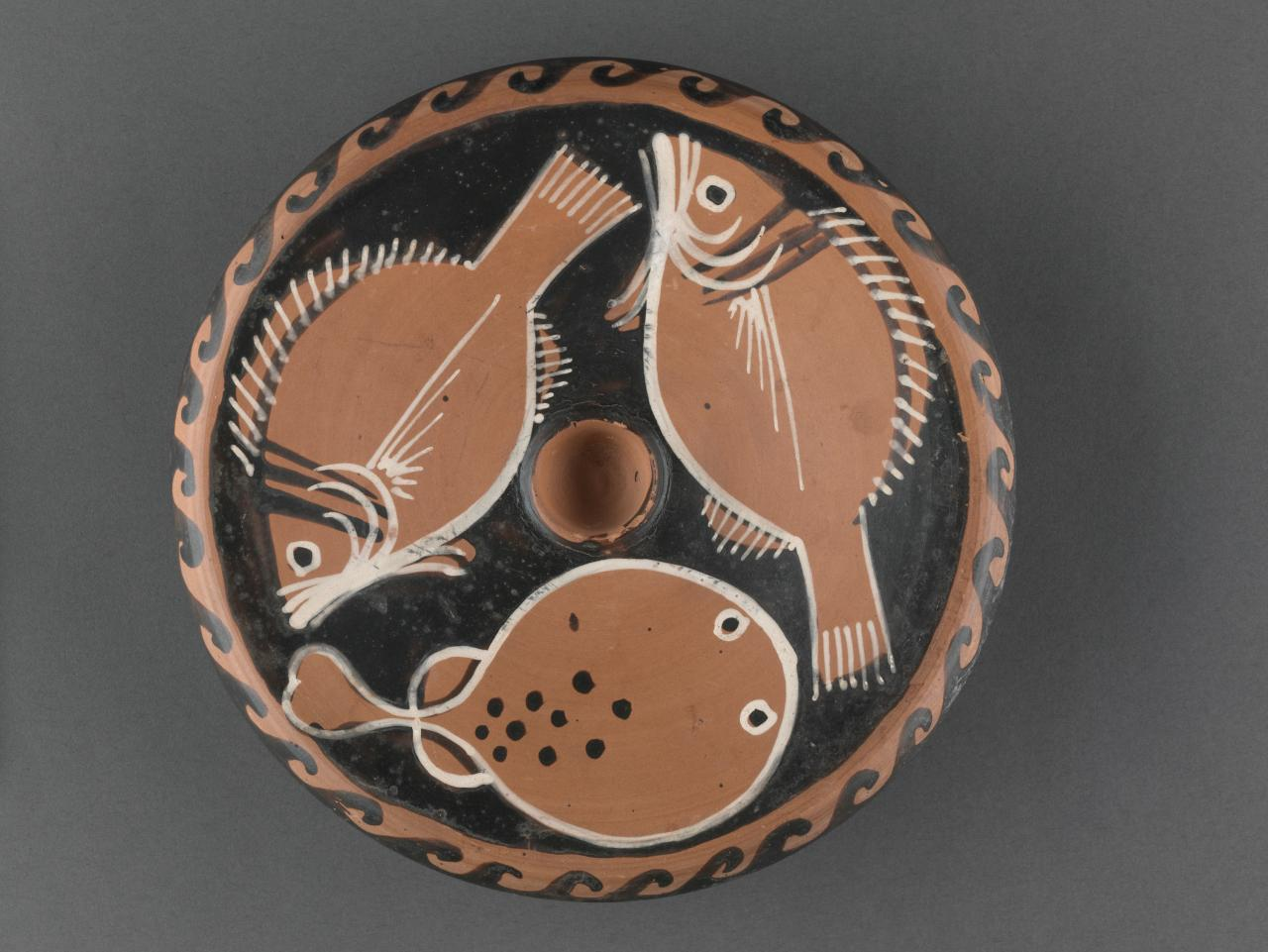 Fish plate (Campanian red-figure ware)