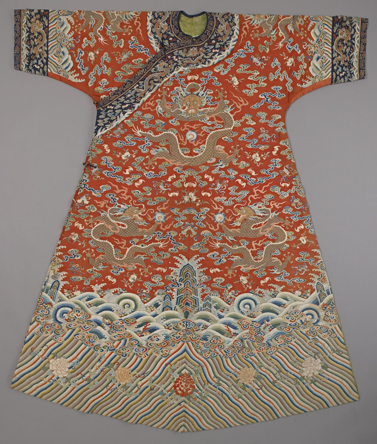 Empress's or imperial consort's semi-formal court robe (Jifu)