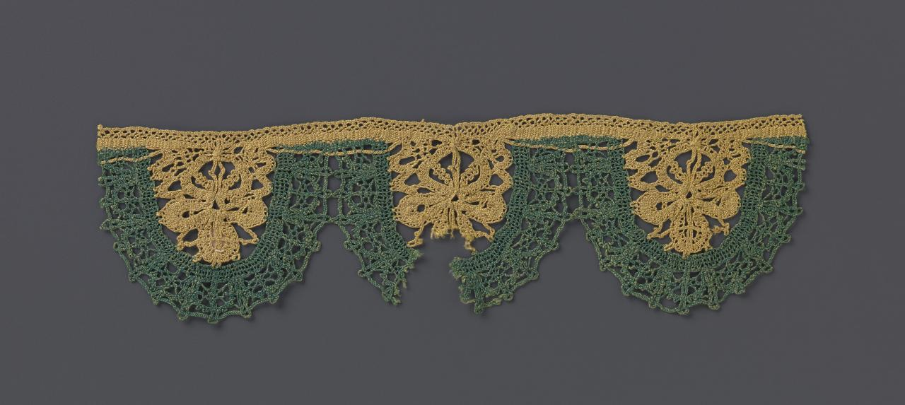 Pillow-made lace border