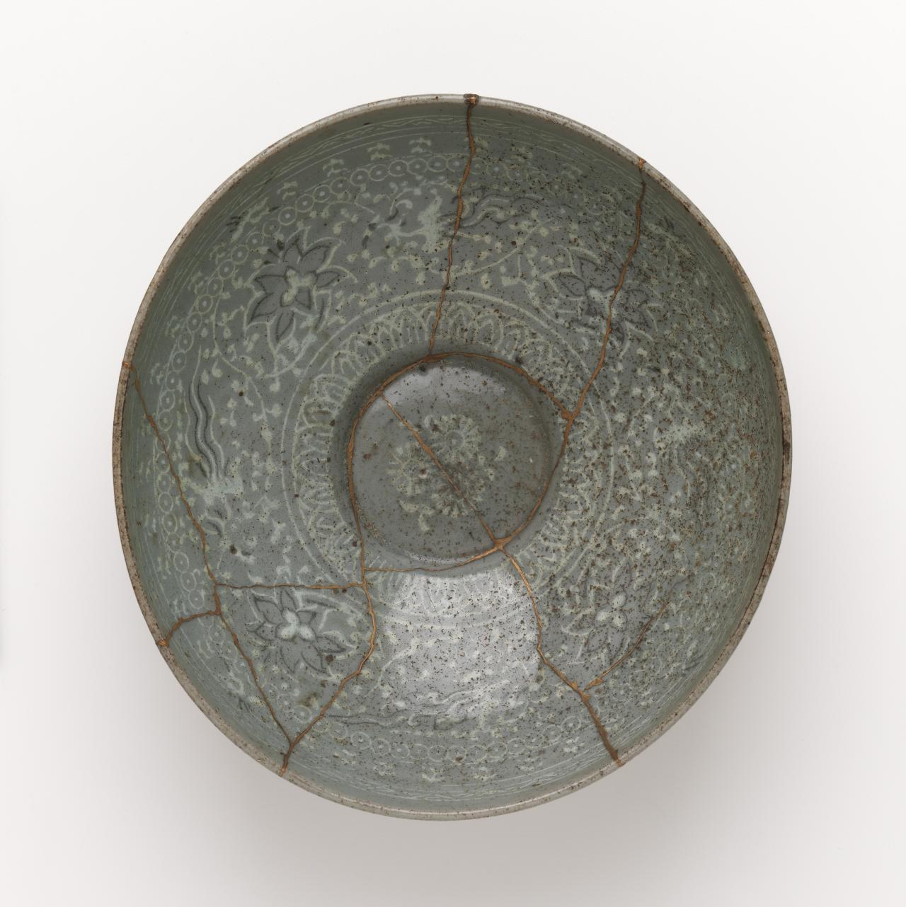 Bowl with inlaid phoenix, crane and floral design