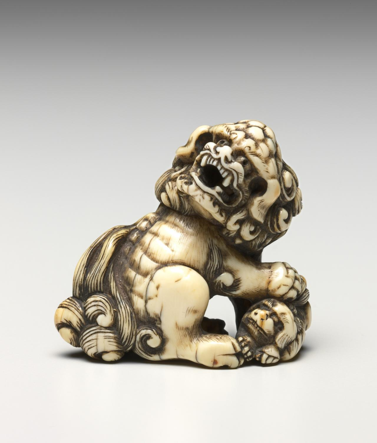 Lion and young, netsuke