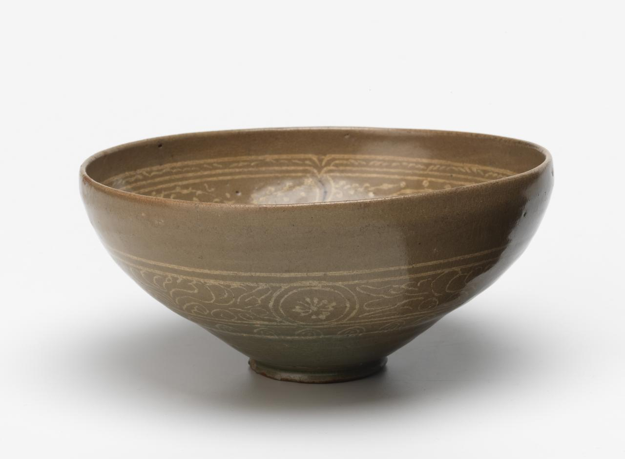 Bowl with inlaid floral design