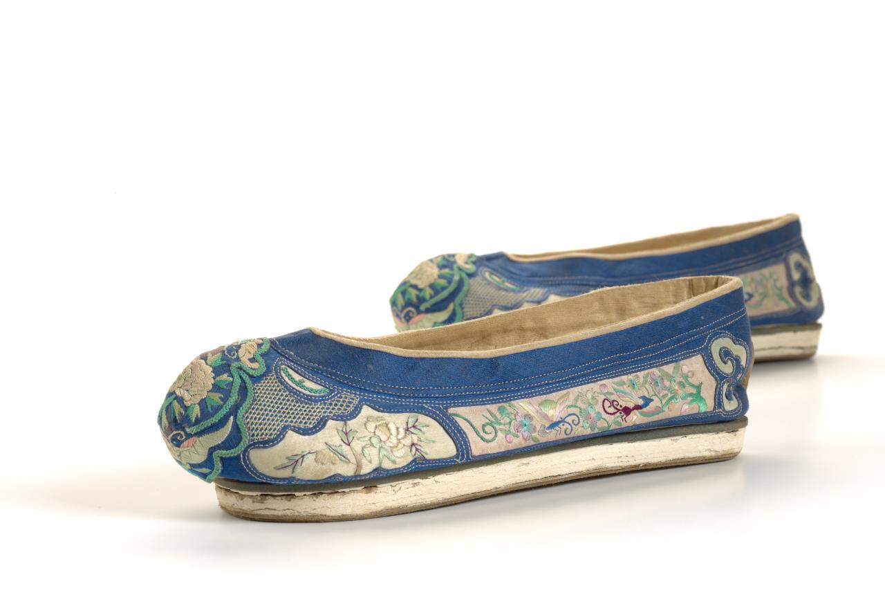 Pair of Manchu ladies' shoes (Qixie)