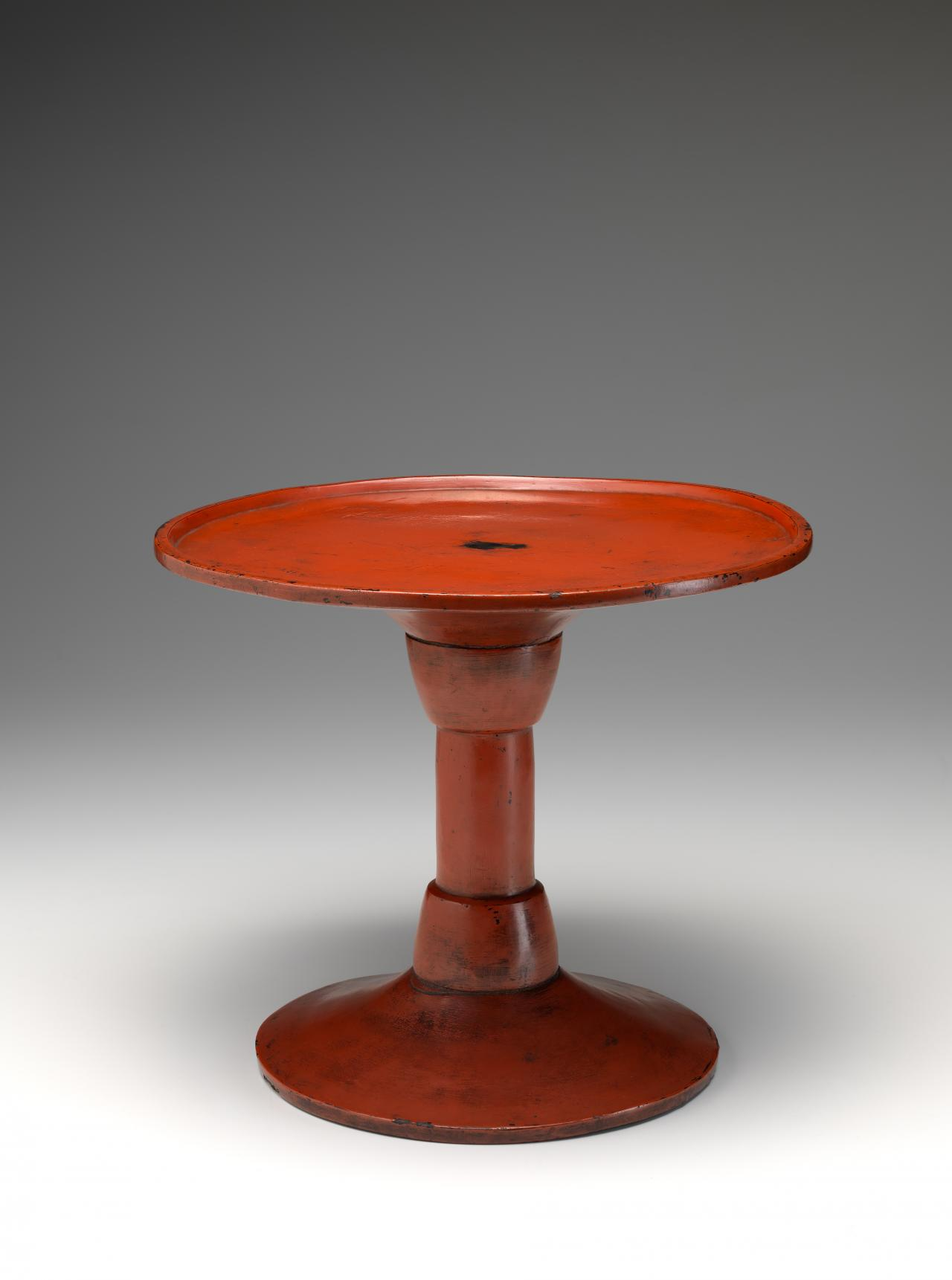 Round stem table