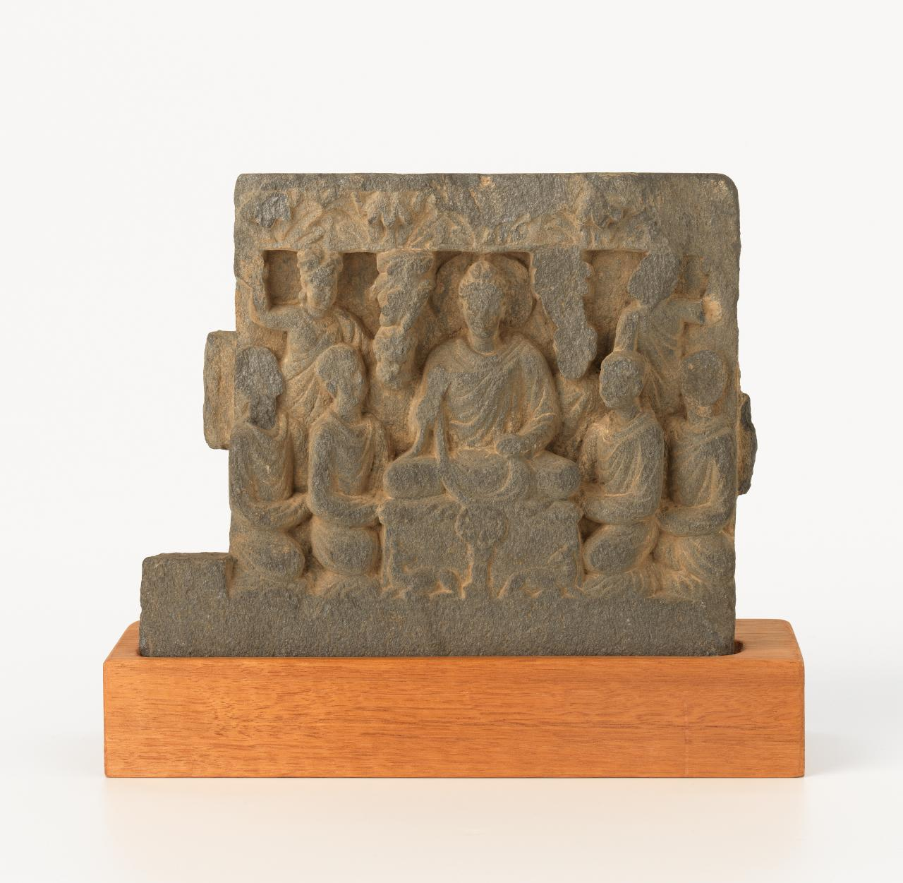 Buddha and worshippers