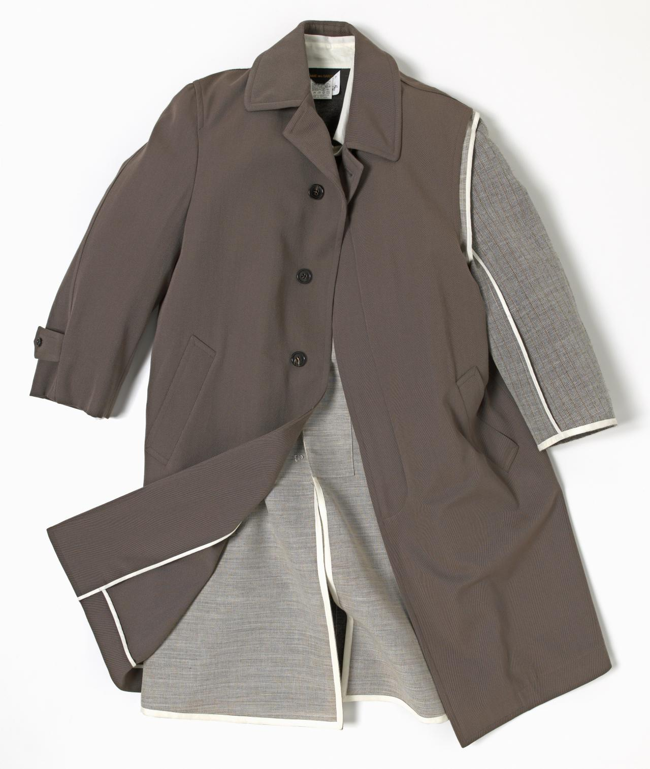 47d0cf37c775 Outfit compromising one arm coat and lopsided skirt