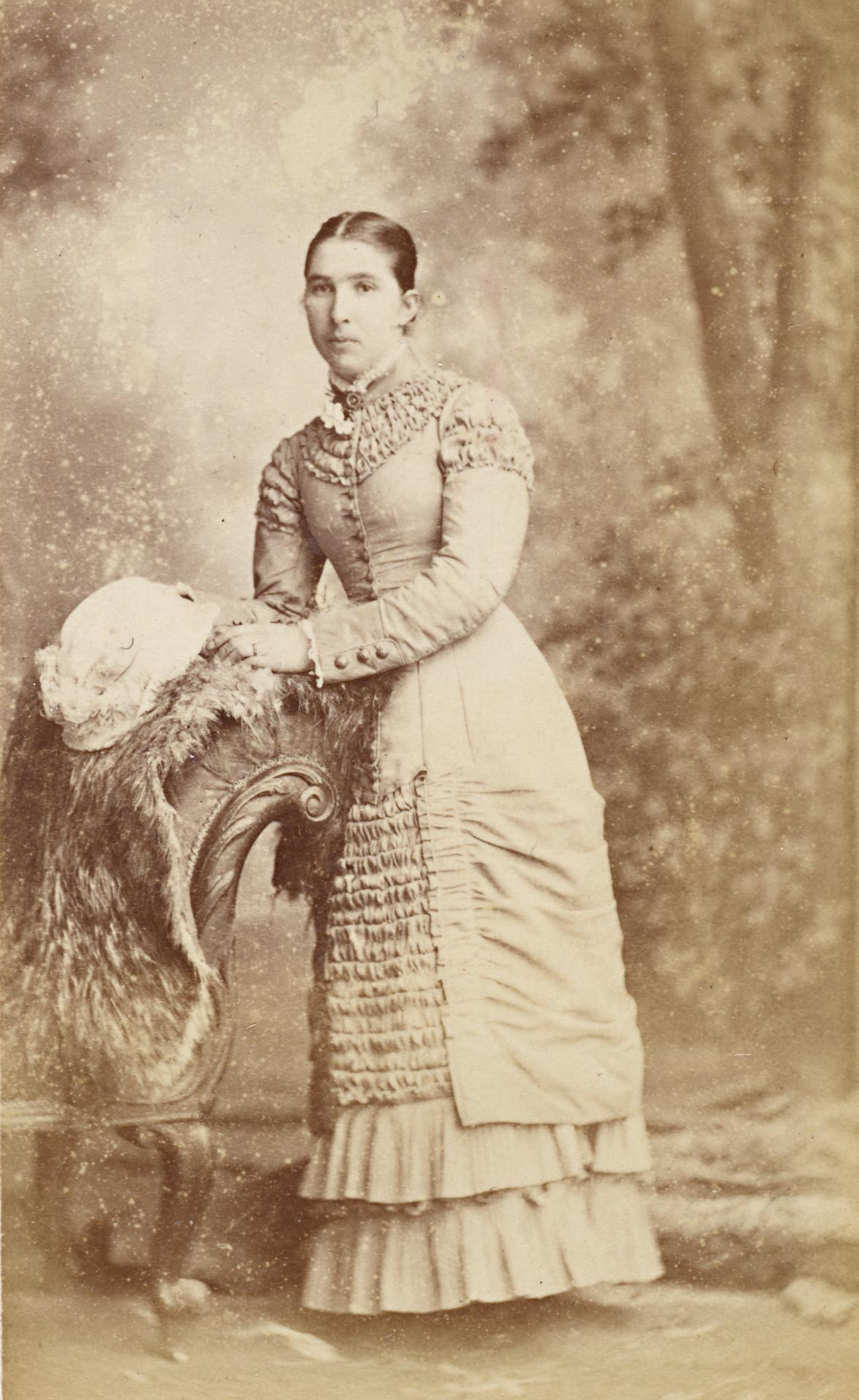 No title (Young woman leaning against a sofa), carte-de-visite