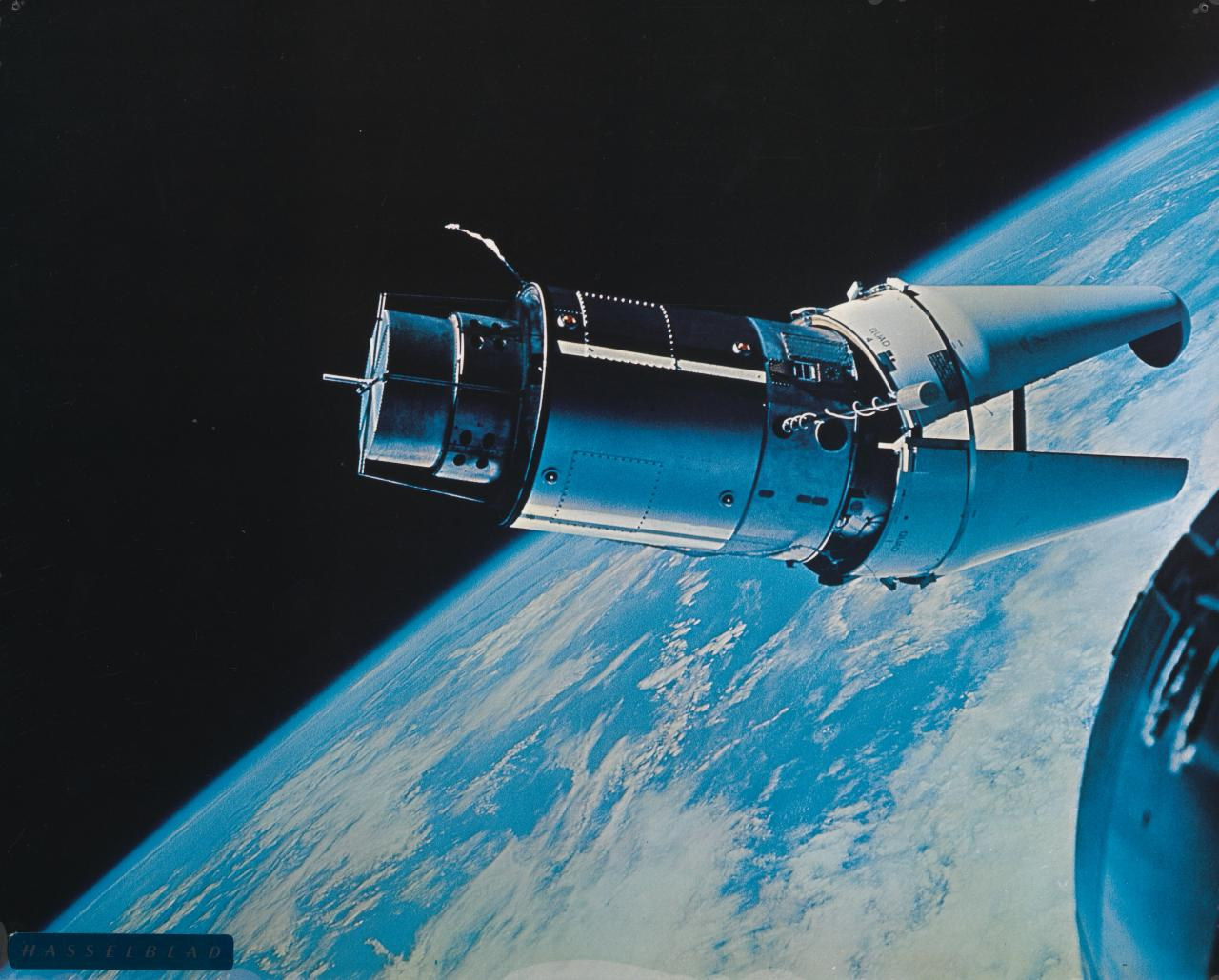 Atda Alligator tether with Gemini 9 for space stroll
