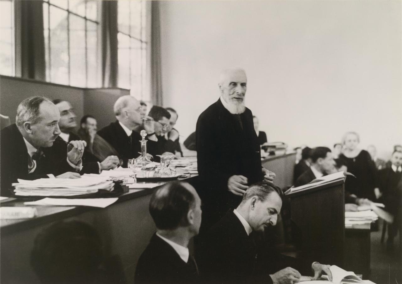 Count Albert Apponyi speaks at the disarmament conference in Geneva, July 1932