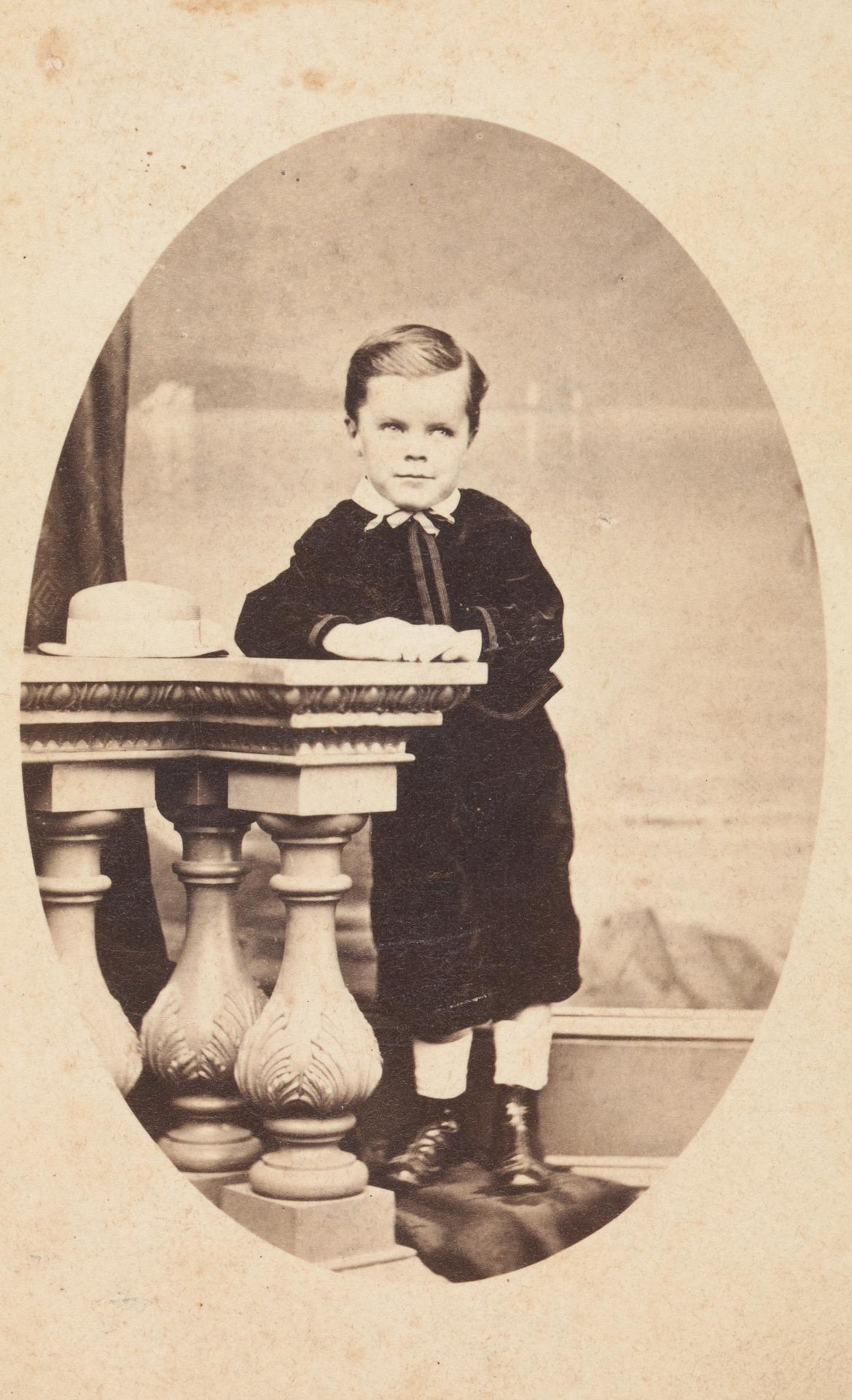 No title (Very young boy), carte-de-visite
