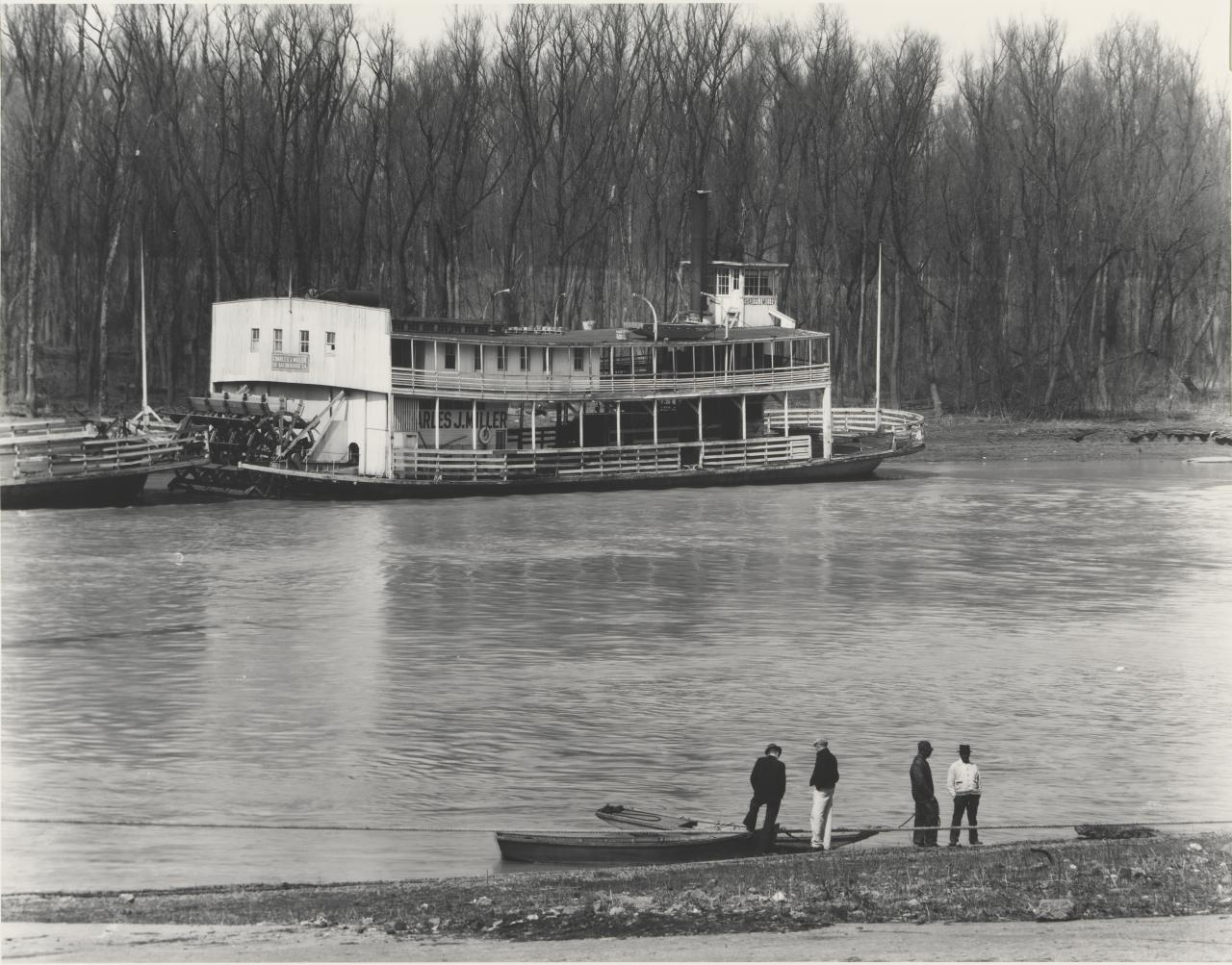 Rivermen and ferry, Vicksburg, Mississippi