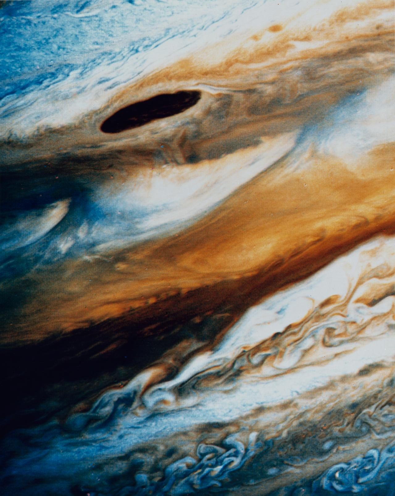Exaggerated colour differences in Jovian atmosphere. Voyager 2 on 23 June 1979