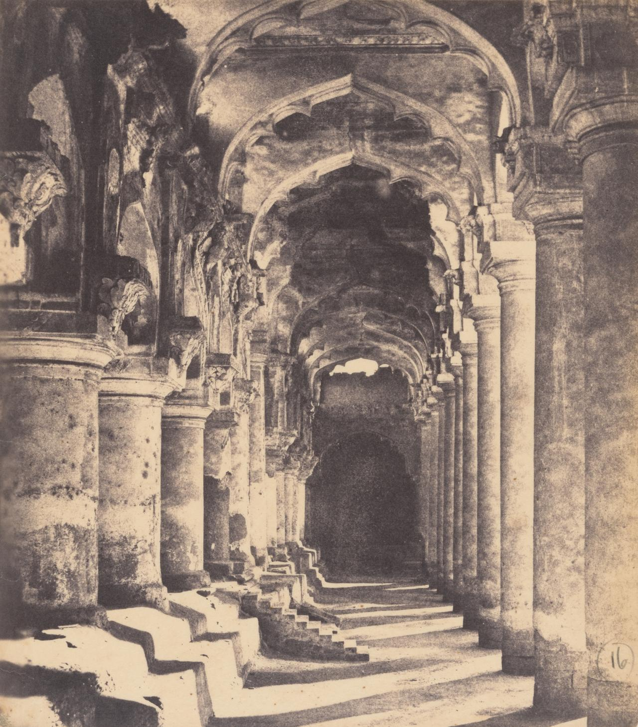 Madura, arcade in the quadrangle of Trimul Naik's Palace