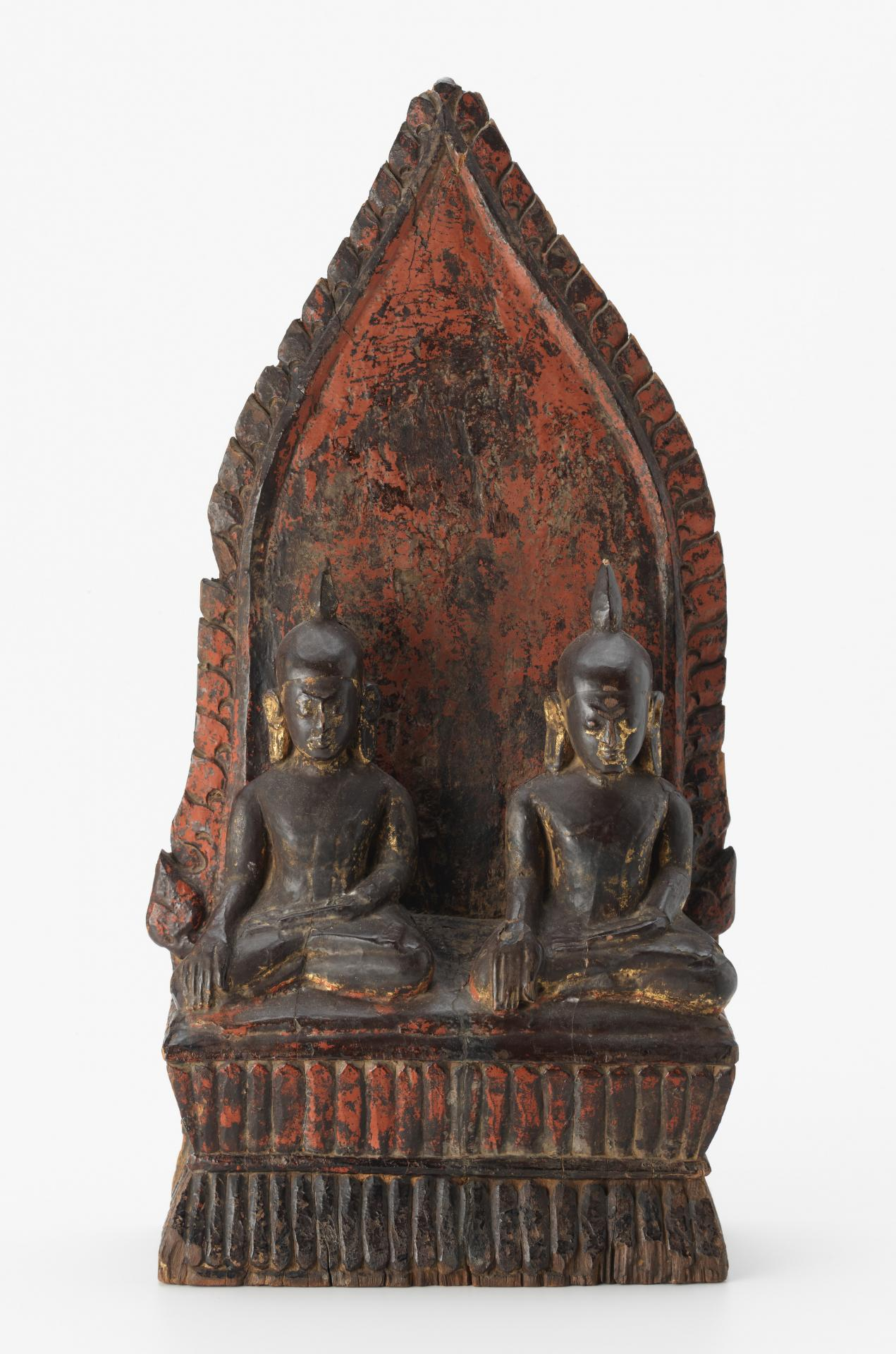 Pair of seated Buddhas