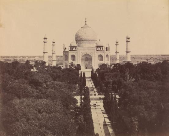 The great panorama of the Taj Mahal